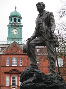 Statue_of_Charles_Darwin_as_a_young_man,_Shrewsbury_School,_Shrewsbury